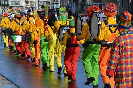 Flirten an Karneval ok - ein Seitensprung aber nicht