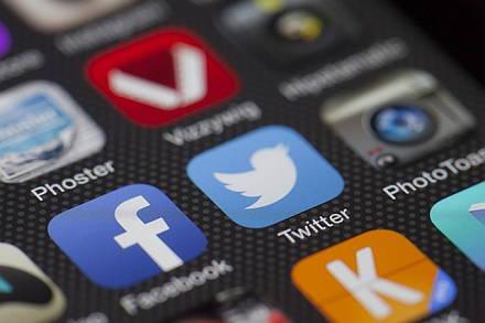 Verlieben sich kluge Singles eher auf Twitter als auf Tinder? Eine umfangreiche Twitter-Dating-Studie gibt nun Aufschluss